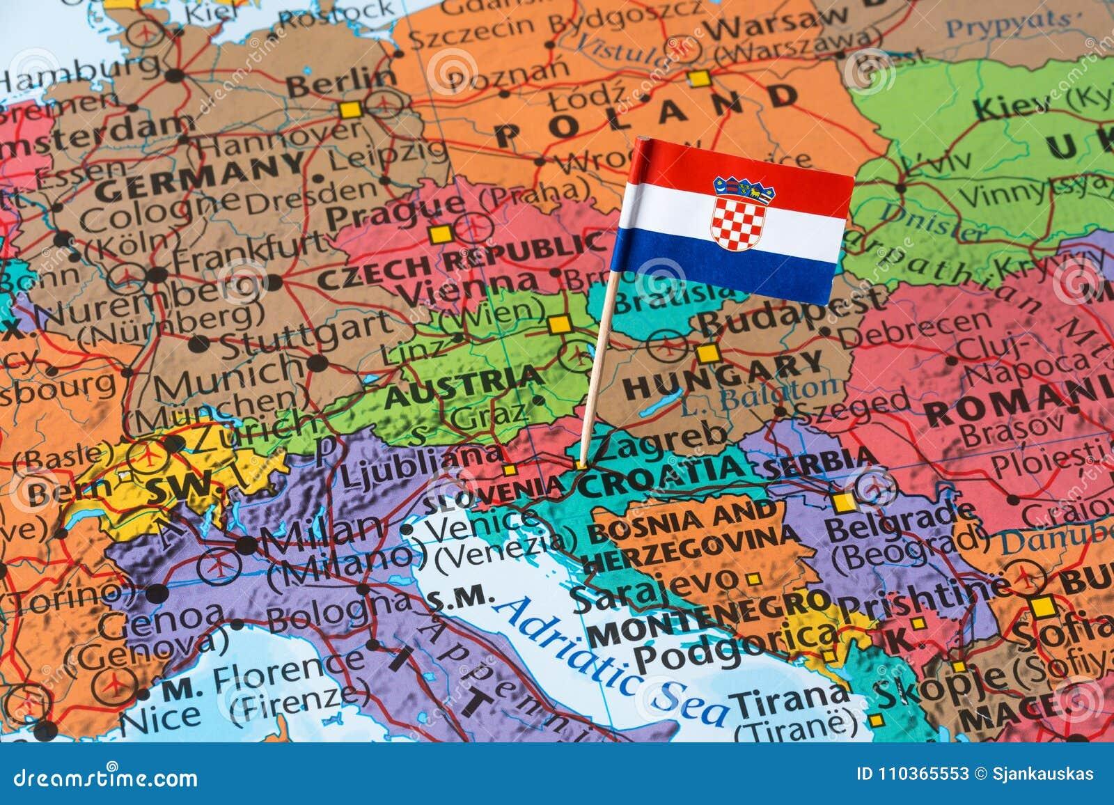 Carte Croatie Dans Le Monde.Drapeau De La Croatie Sur Une Carte Du Monde Image Stock