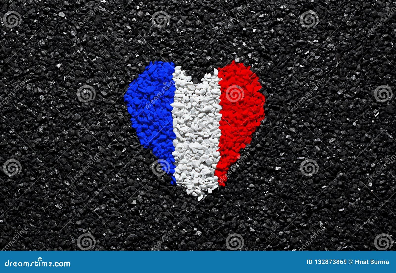 Drapeau de la France, drapeau français, coeur sur le fond noir, pierres, gravier et bardeau, papier peint