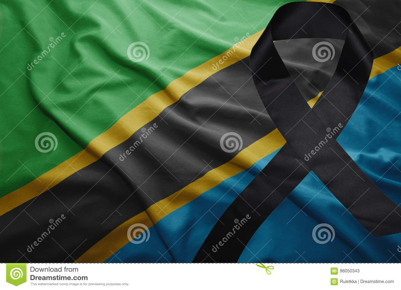 Drapeau de la Tanzanie avec le ruban de deuil noir