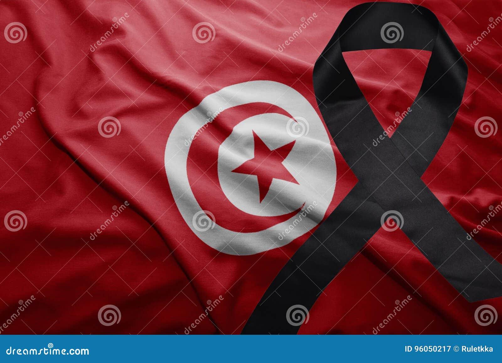 Drapeau de la Tunisie avec le ruban de deuil noir