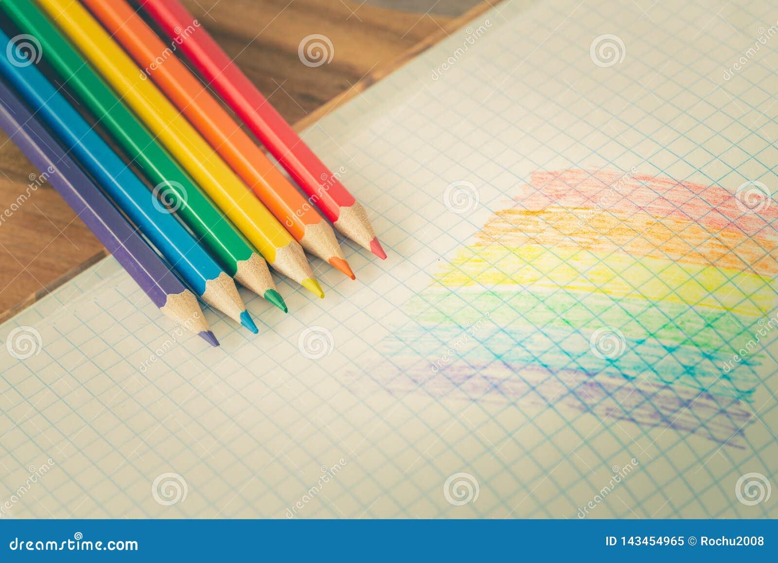 Drapeau de LGBT dessiné dans un carnet/éducation d école sur la tolérance