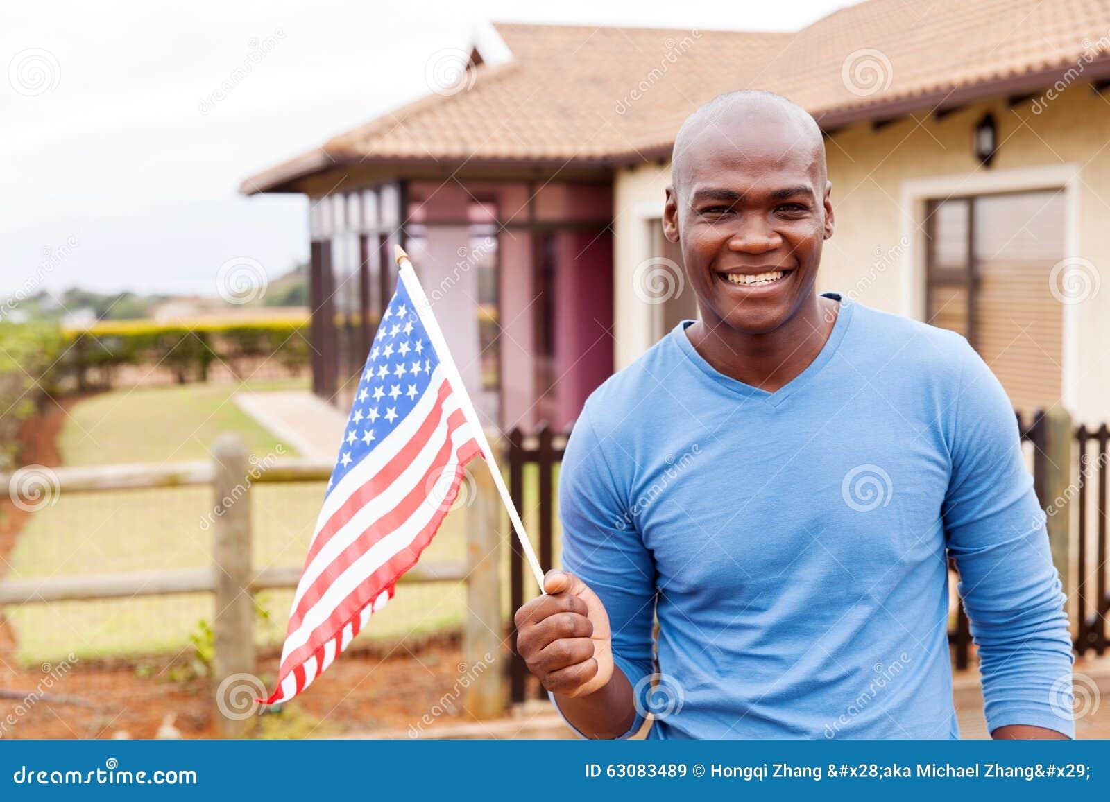 Download Drapeau Des Etats-Unis De Jeune Homme Image stock - Image du heureux, homme: 63083489