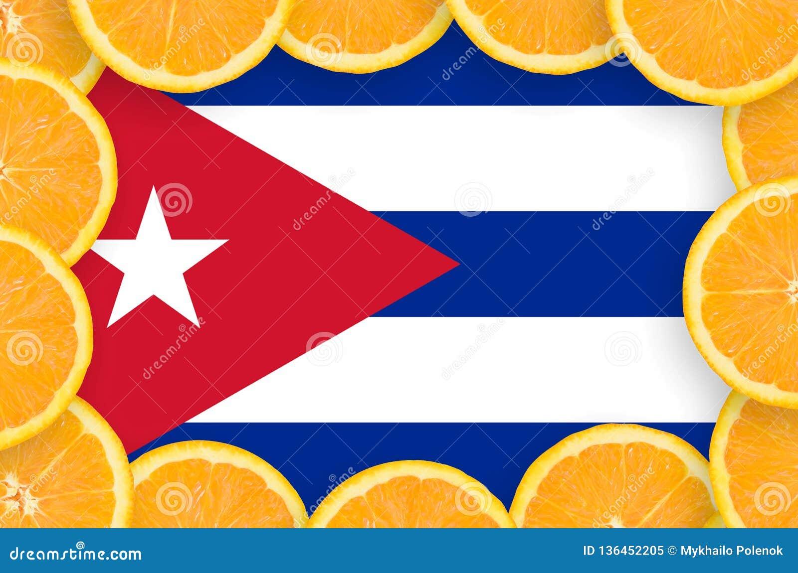Drapeau du Cuba dans le cadre frais de tranches d agrumes