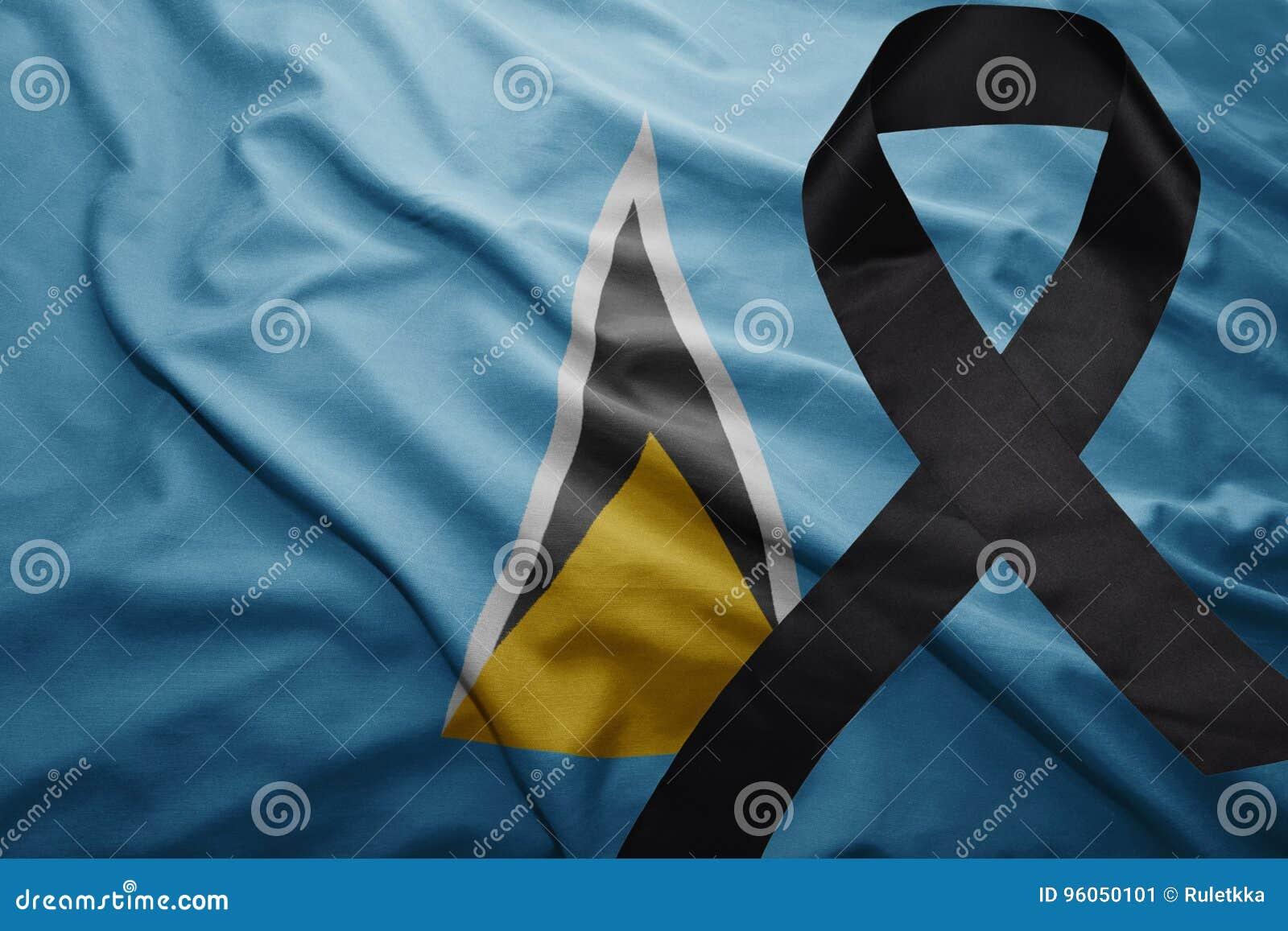 Drapeau du St Lucia avec le ruban de deuil noir