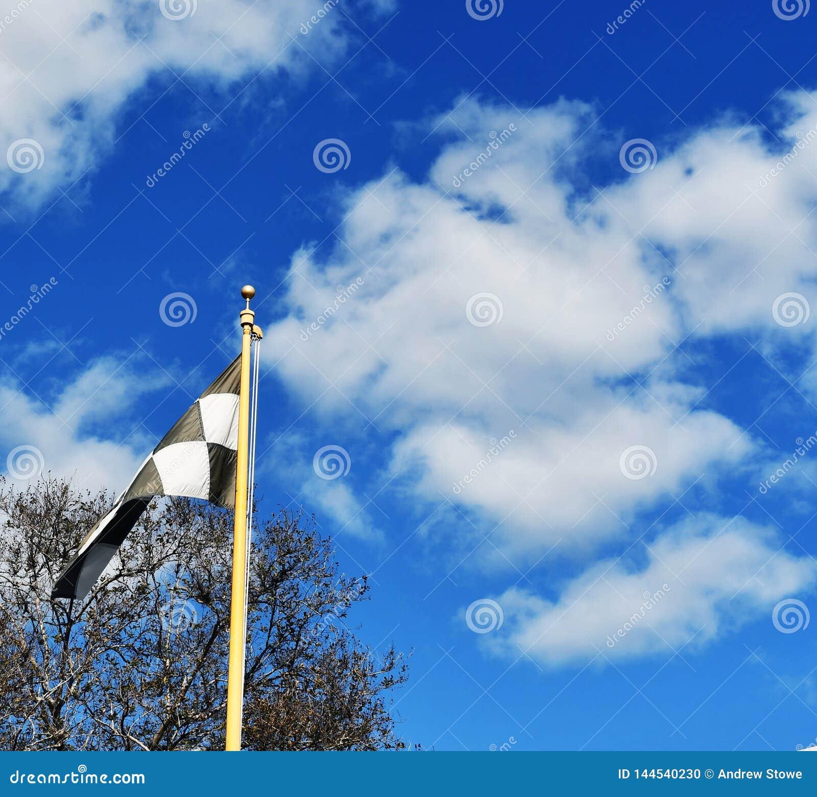 Drapeau et nuages de recouvrement final