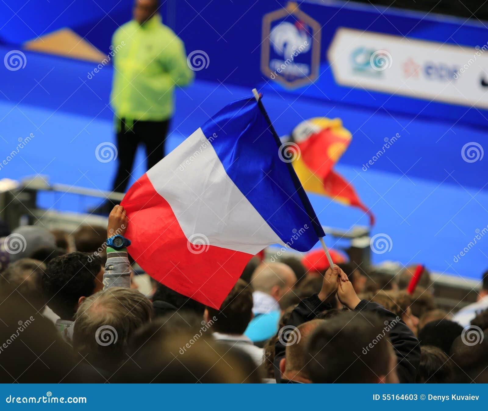 Drapeau français au match de football
