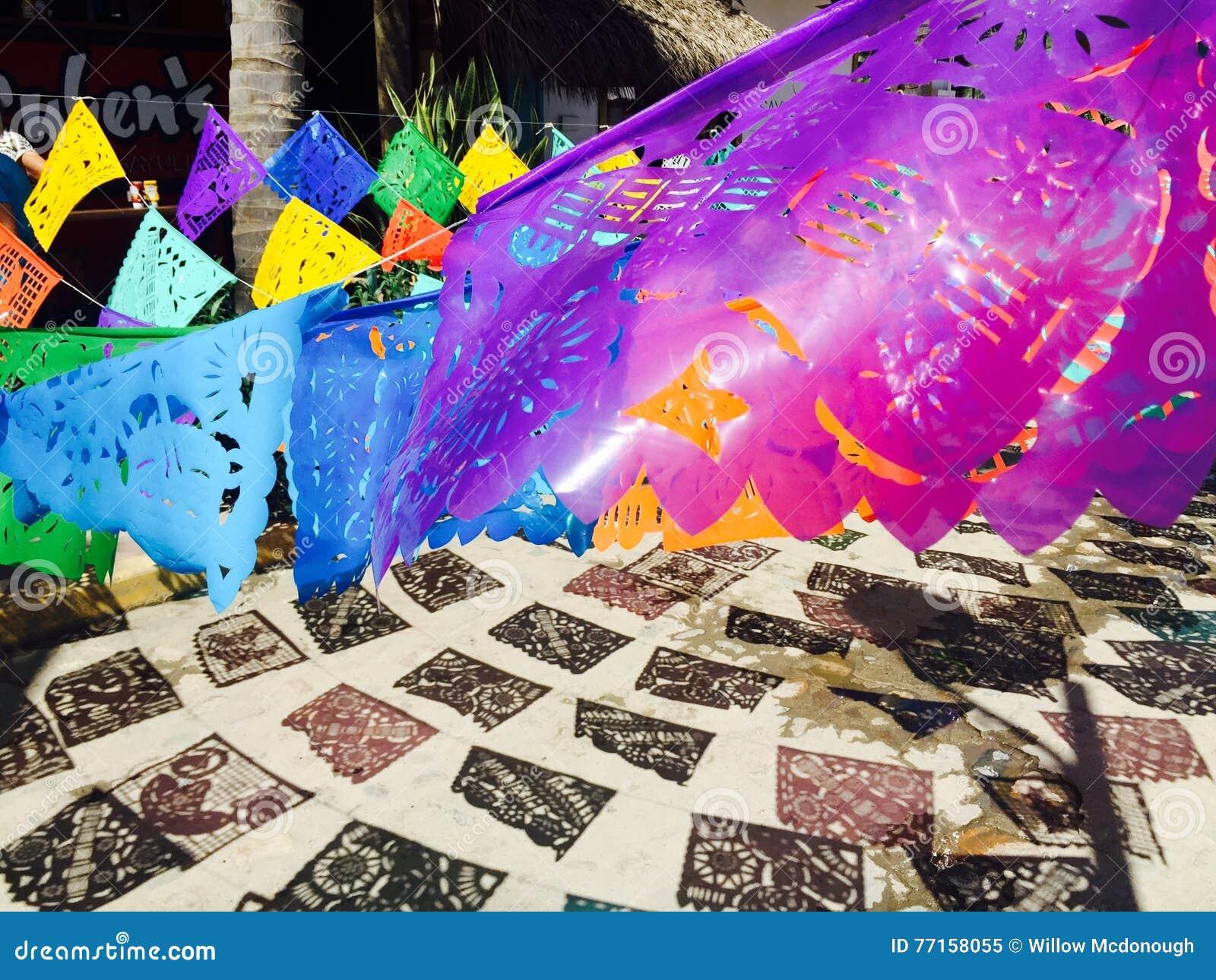 Drapeaux dans Sayulita, Mexique