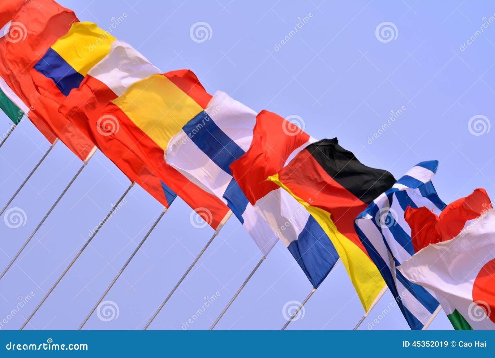 Drapeaux nationaux dans la ligne