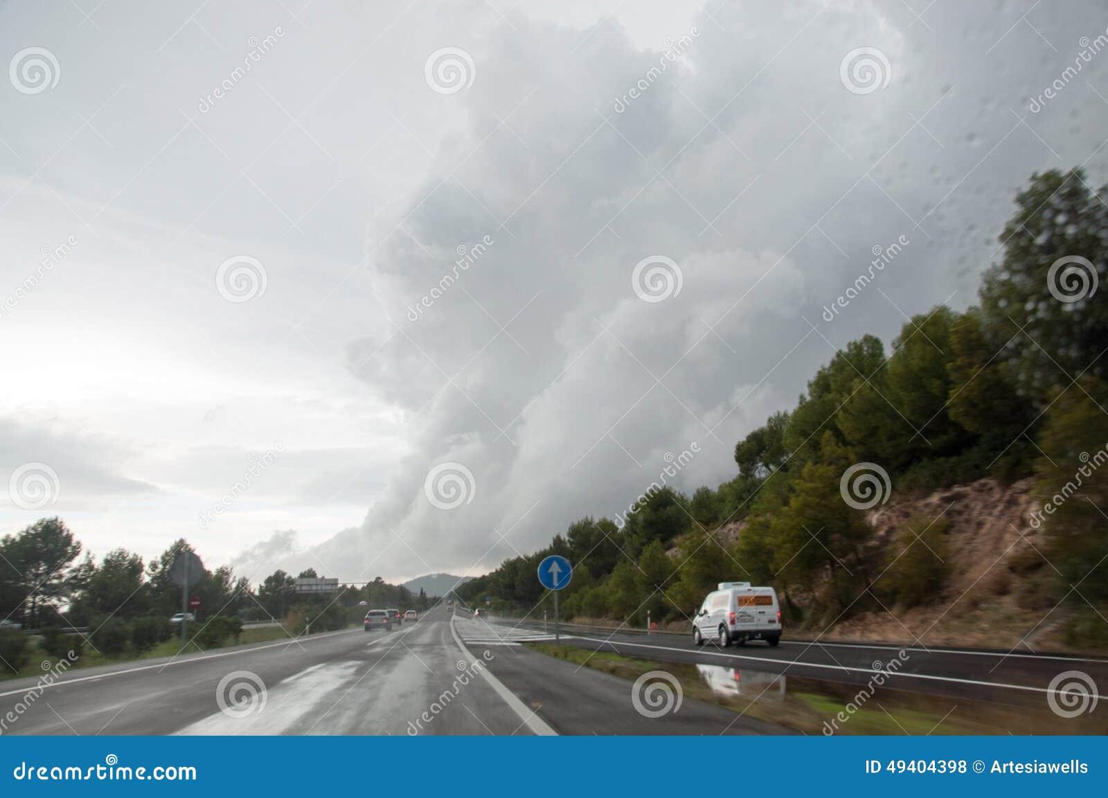 Download Drastische Wolke redaktionelles stockfoto. Bild von europa - 49404398