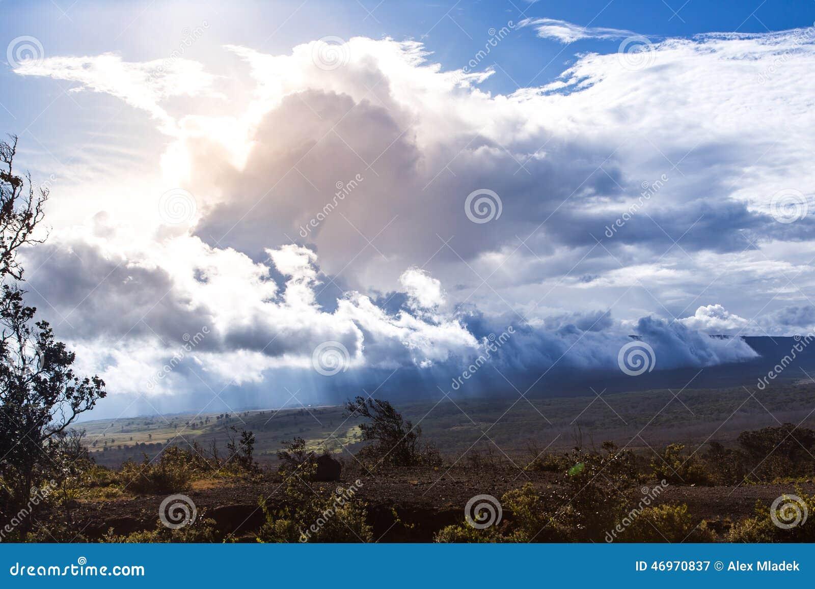 Drastischer Himmel nahe Kilauea