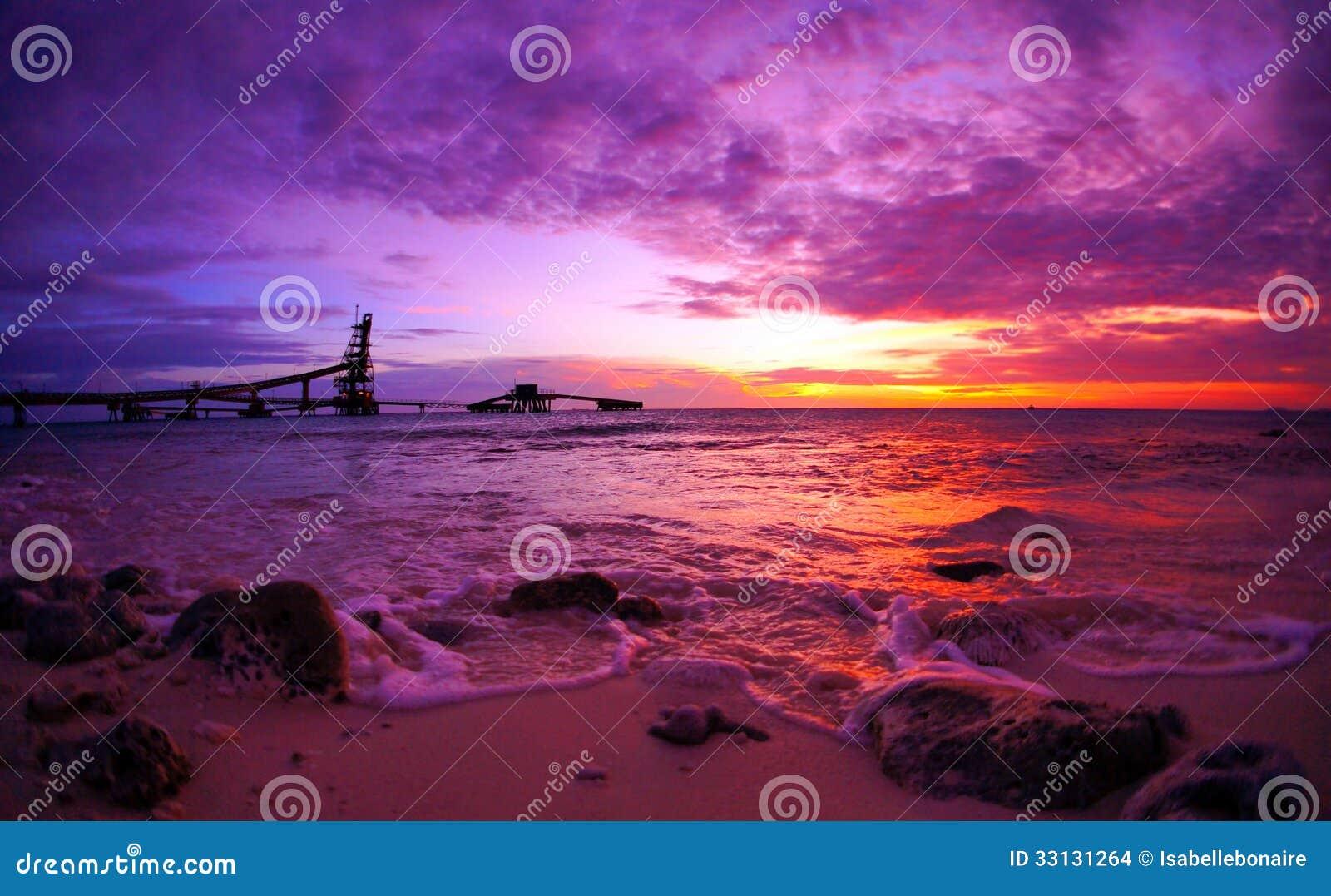 Drastischer szenischer Sonnenuntergang