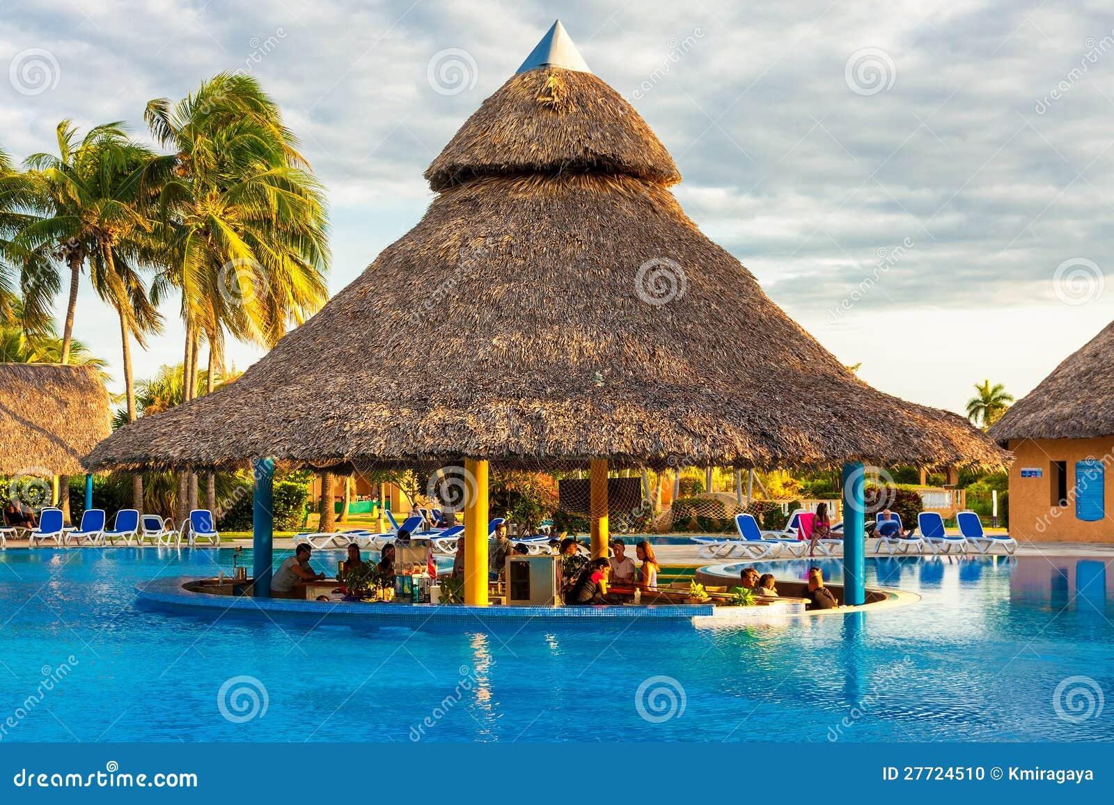 Drau en pool in einem hotel in varadero kuba for Design hotel kuba