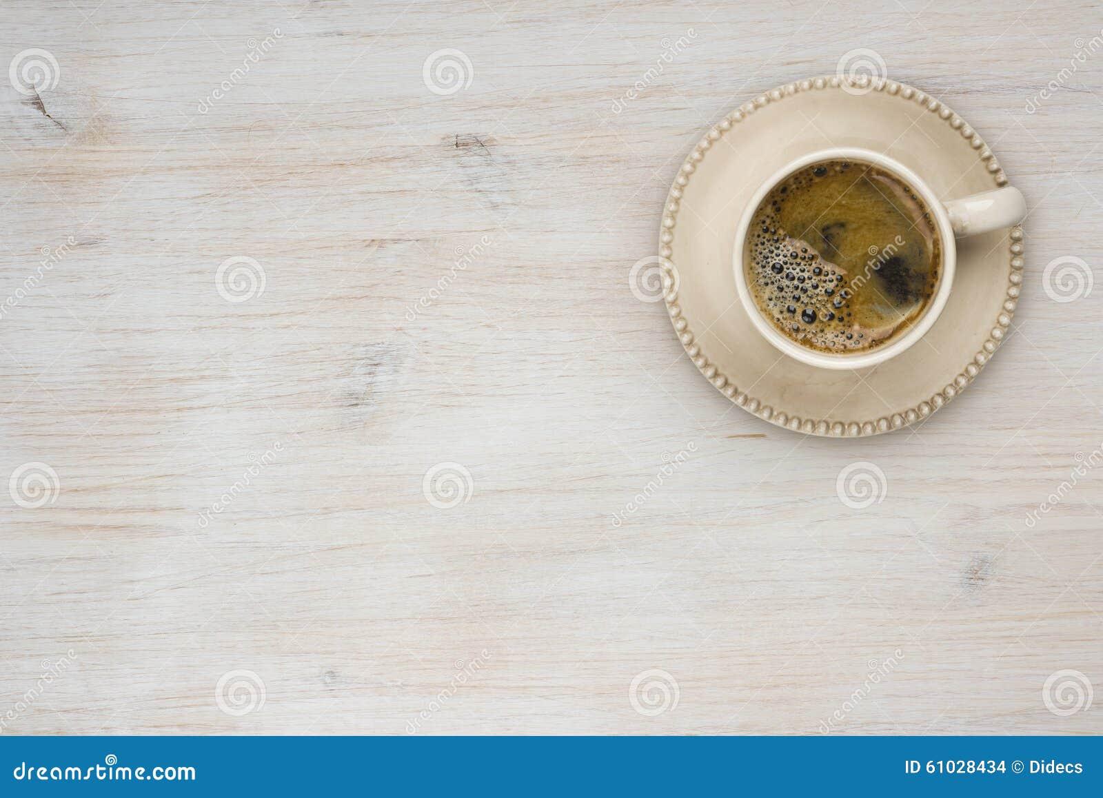 Draufsicht der Kaffeetasse über Holztischbeschaffenheitshintergrund