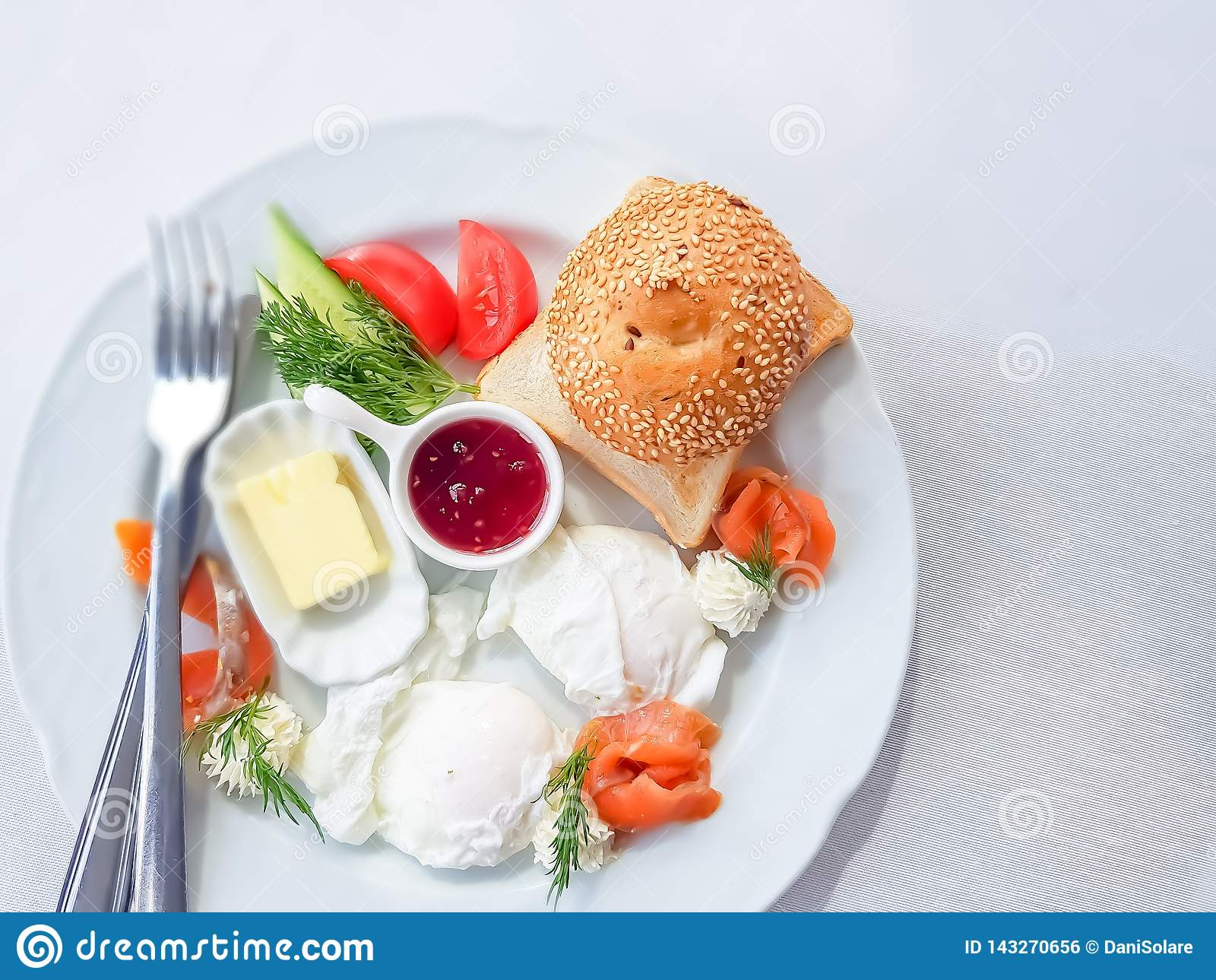 Draufsicht zu einem köstlichen und gesunden Frühstück