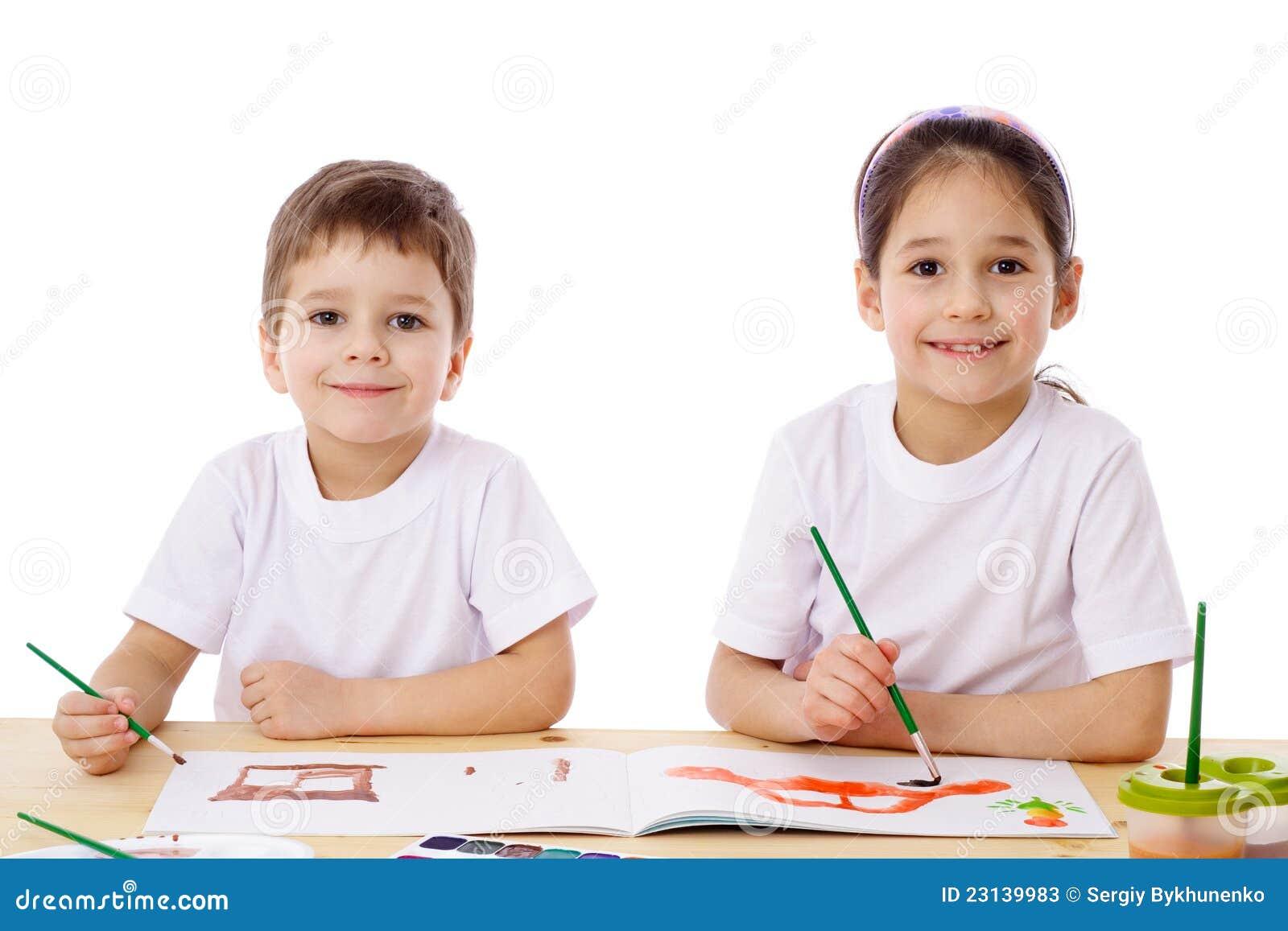 Draw för två liten ungar med vattenfärg