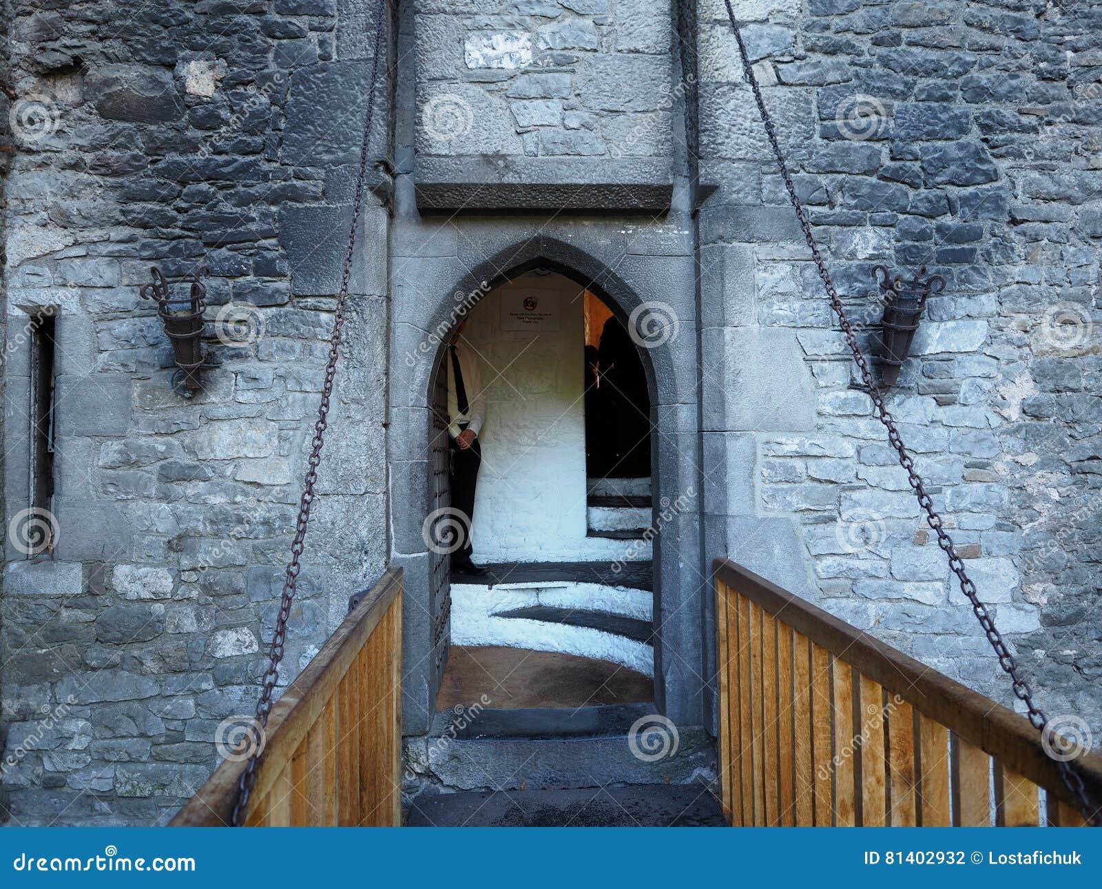 Drawbridge Przy Bunratty kasztelem Irlandia