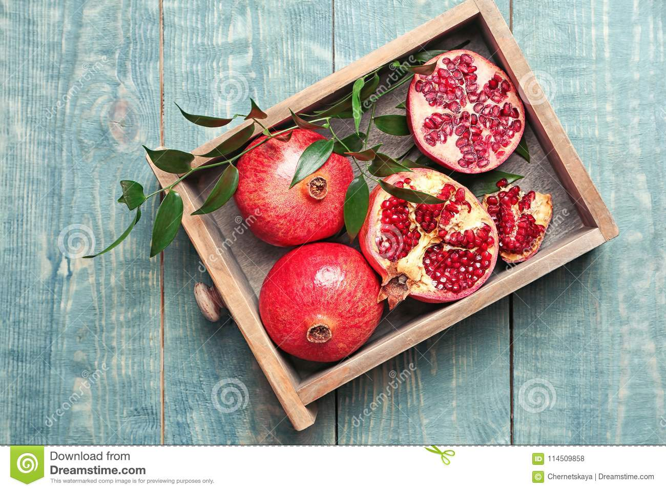 Drawer with pomegranates