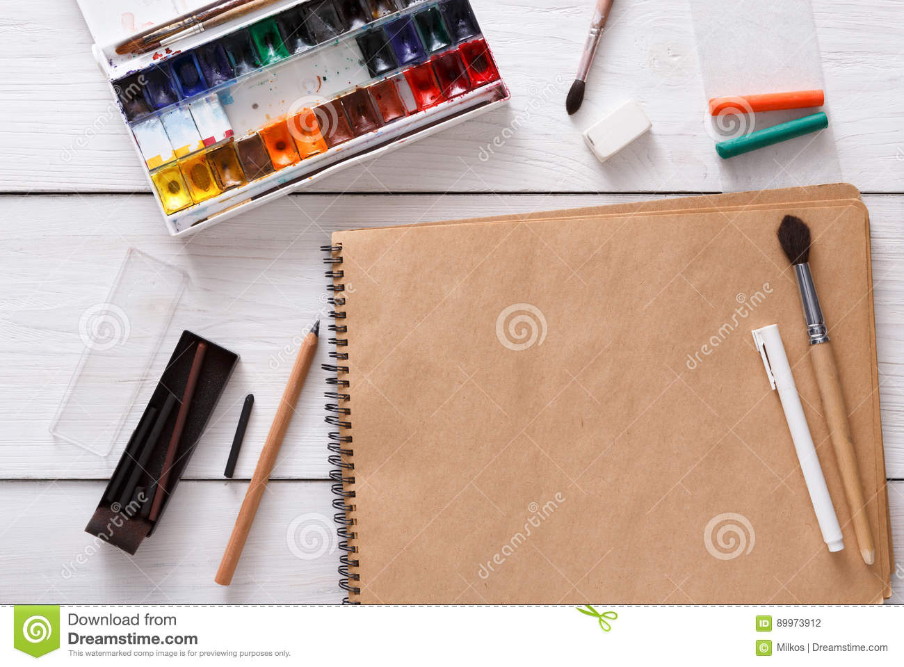 Drawing tools stationary workplace of artist royalty for Online drawing tool