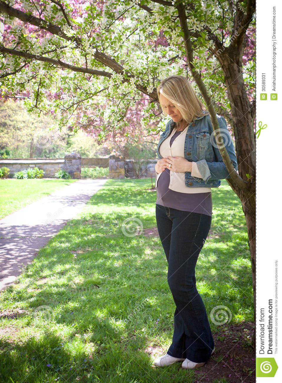 Dreaming of motherhood stock image image 30589331 for Gardening while pregnant