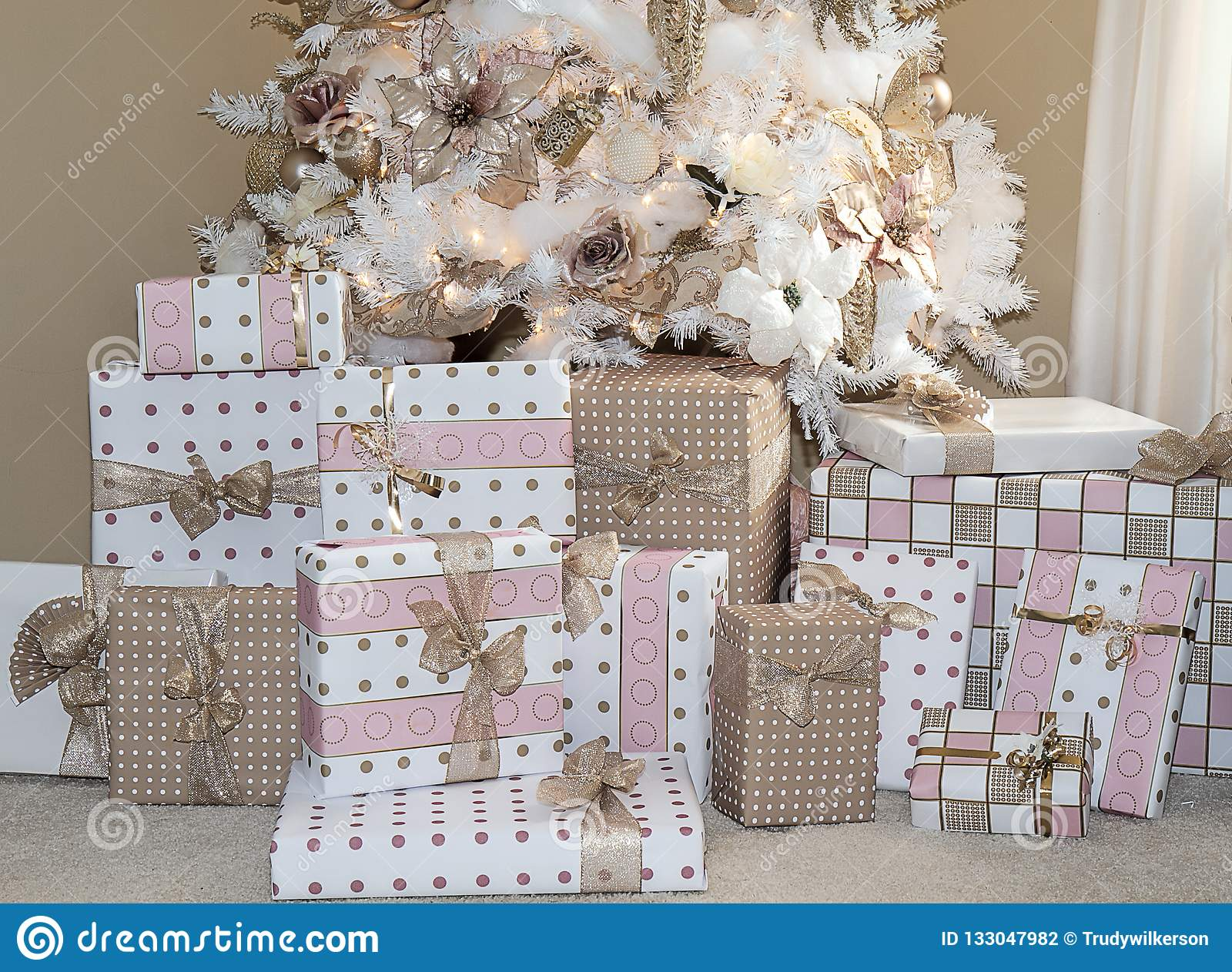 Dreamy white christmas tree with blush pink decorations - Blush pink christmas decorations ...