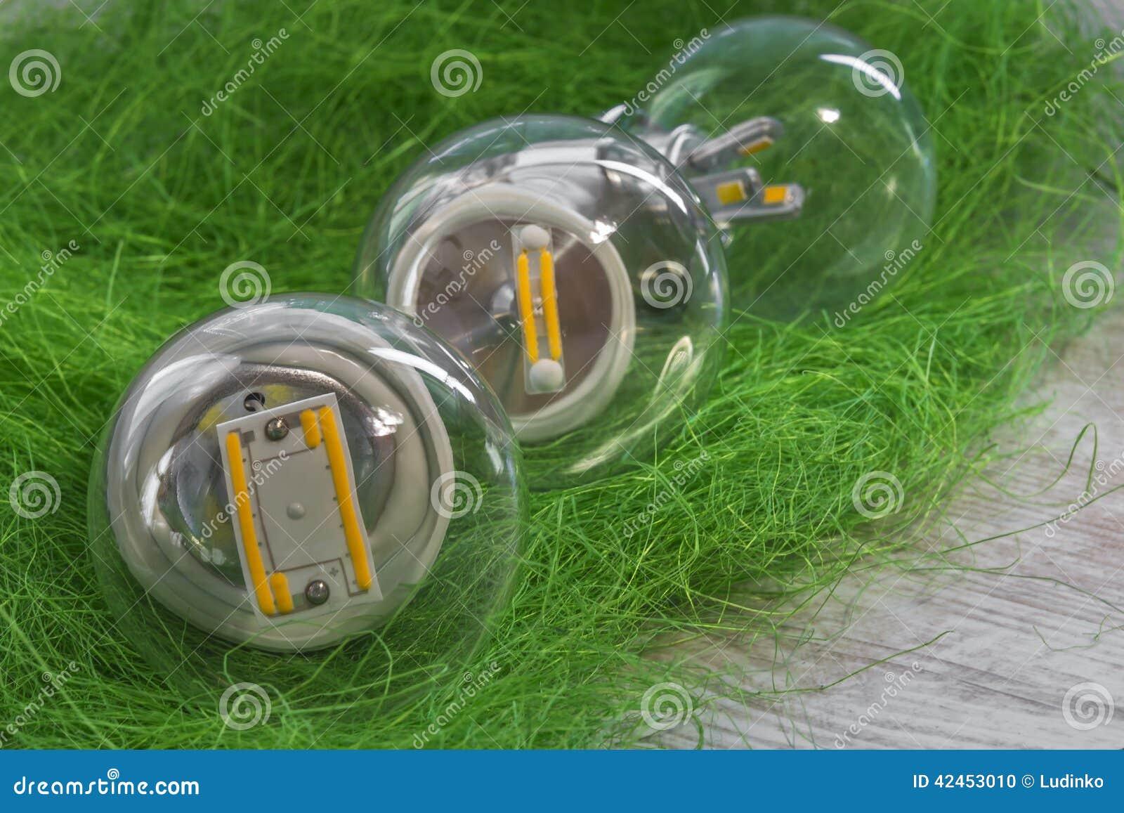 Drei Birnen E27 LED mit unterschiedlicher Energie und Chips