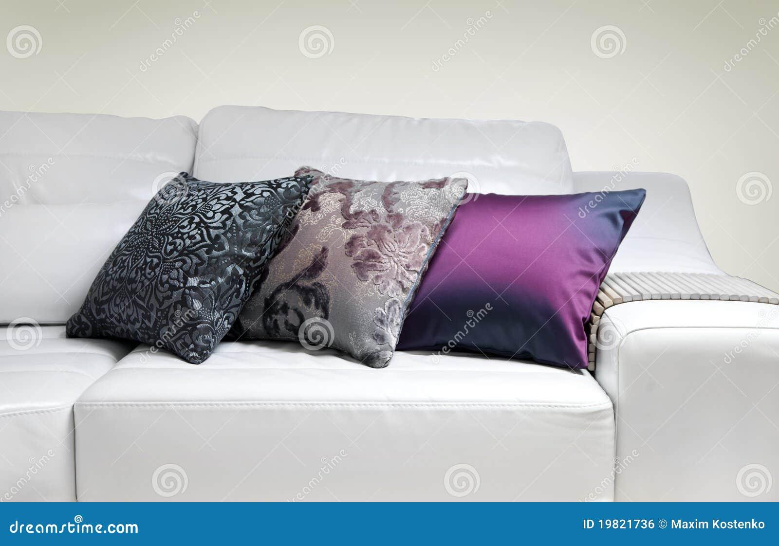 Auf Drei Sofas