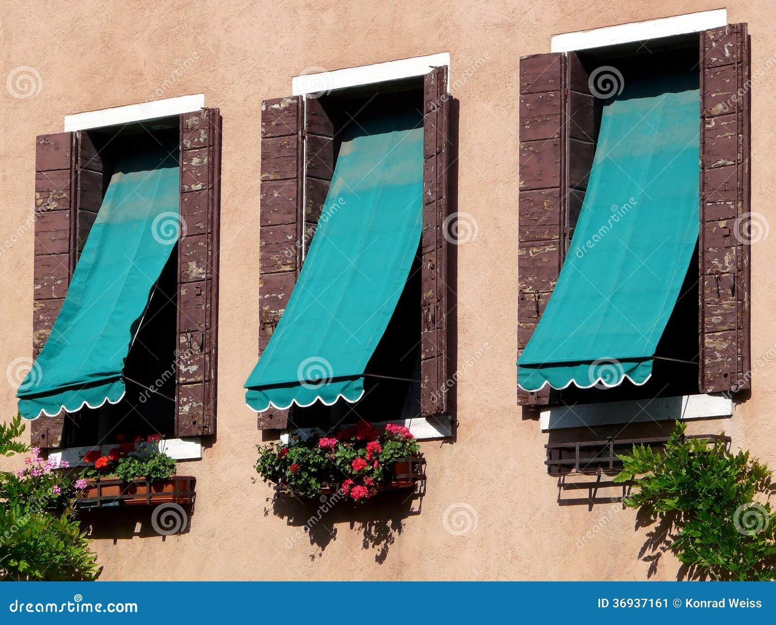 Drei Fenster Mit Markisen In Venedig Stockbild Bild Von