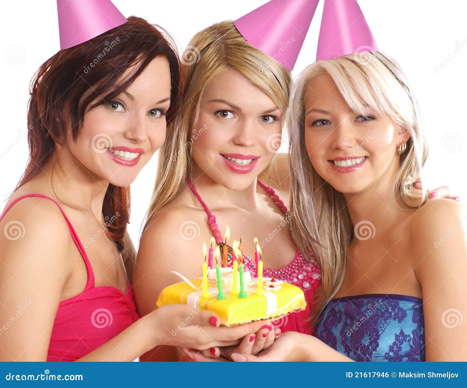Drei Junge Frauen, Die Einen Geburtstag Feiern Stockfoto - Bild von dame, freude: 21617946