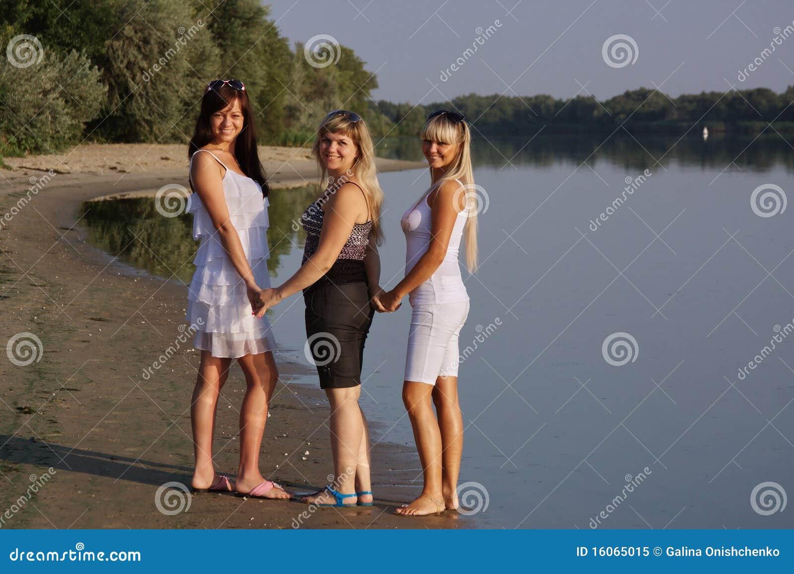 Lizenzfreies stockfoto drei junge schöne mädchen