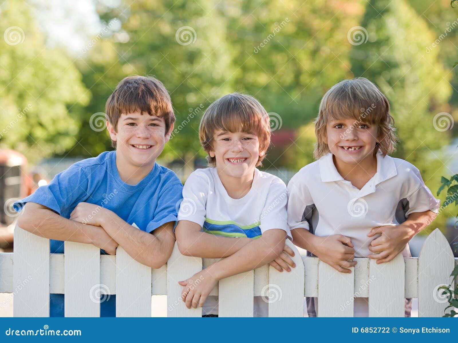 Drei Junge Lesben Beim Spelen