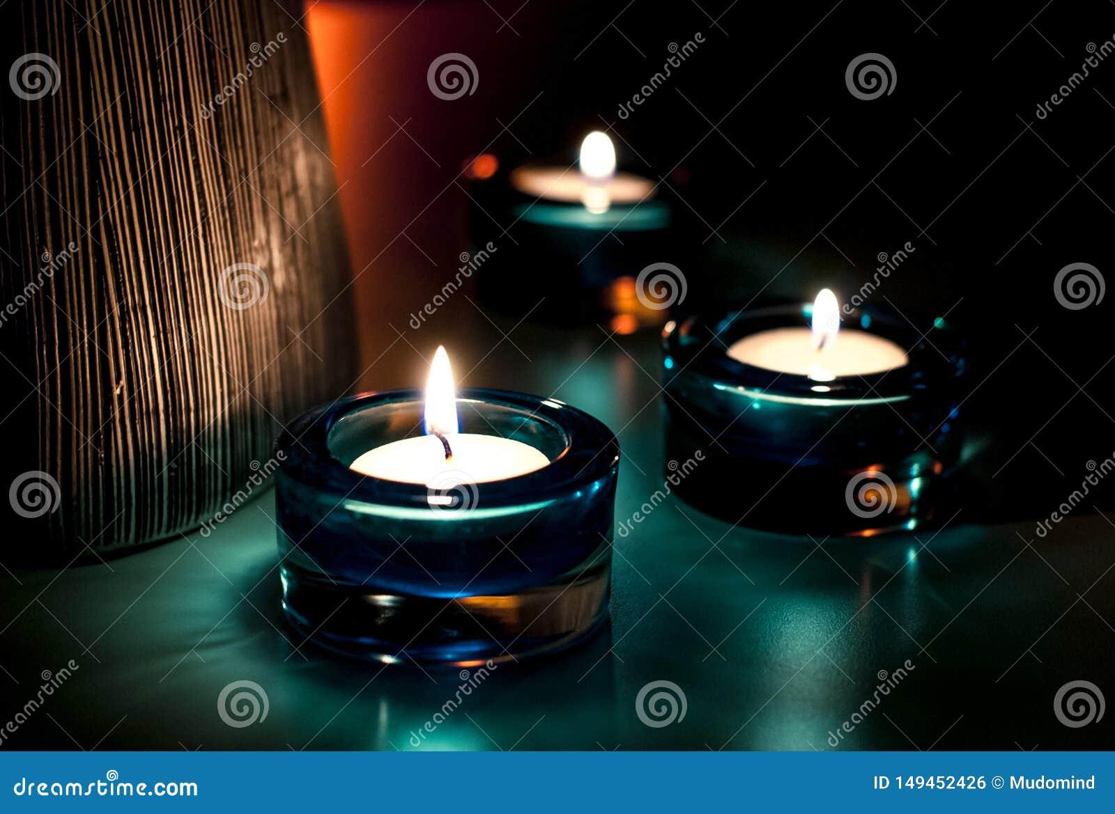 Drei Kerzen in der Nacht