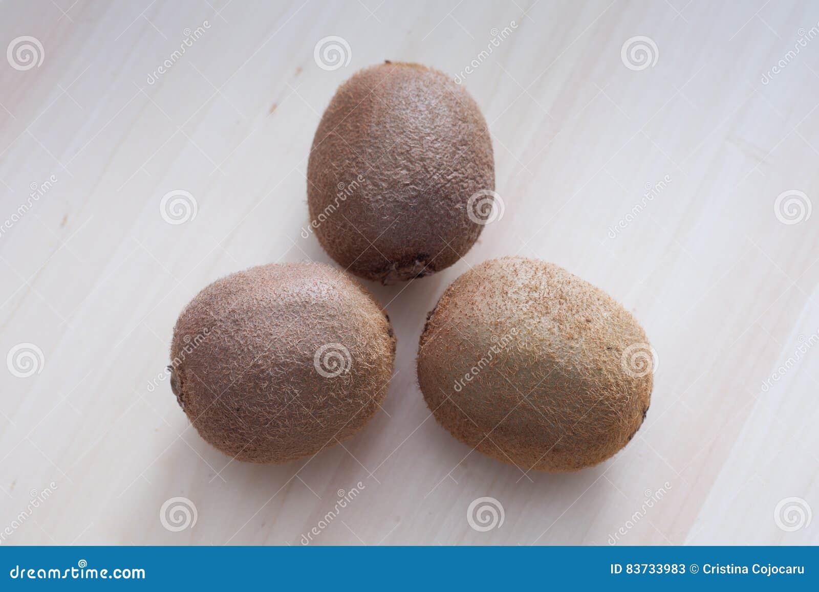 Drei Kiwifruits