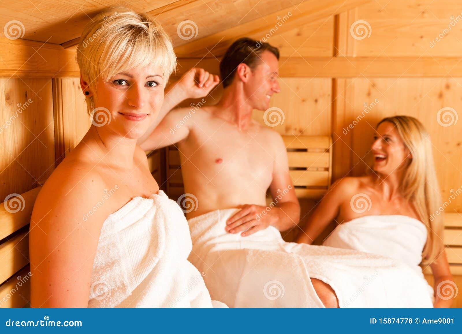 drei leute in der sauna lizenzfreie stockfotos bild. Black Bedroom Furniture Sets. Home Design Ideas