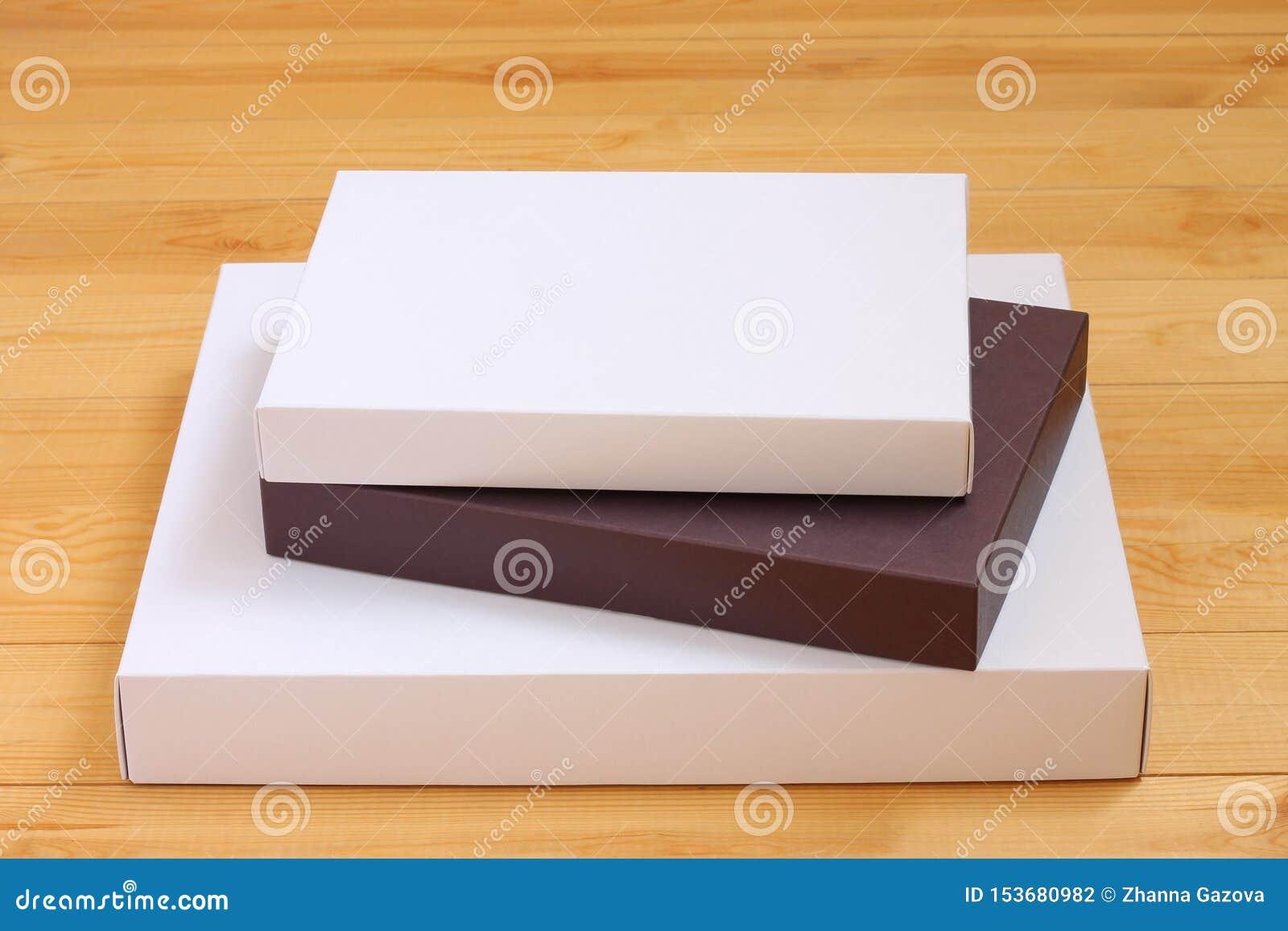 Drei Pappschachteln gestapelt auf einander