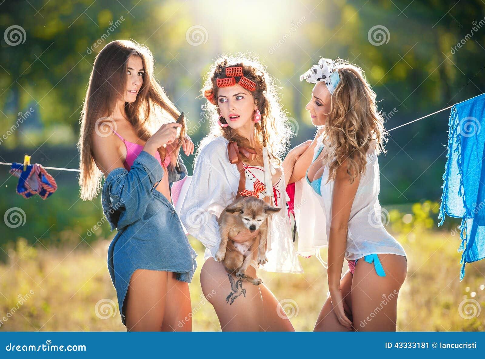Spermaduschen in die Fressen der drei Weiber