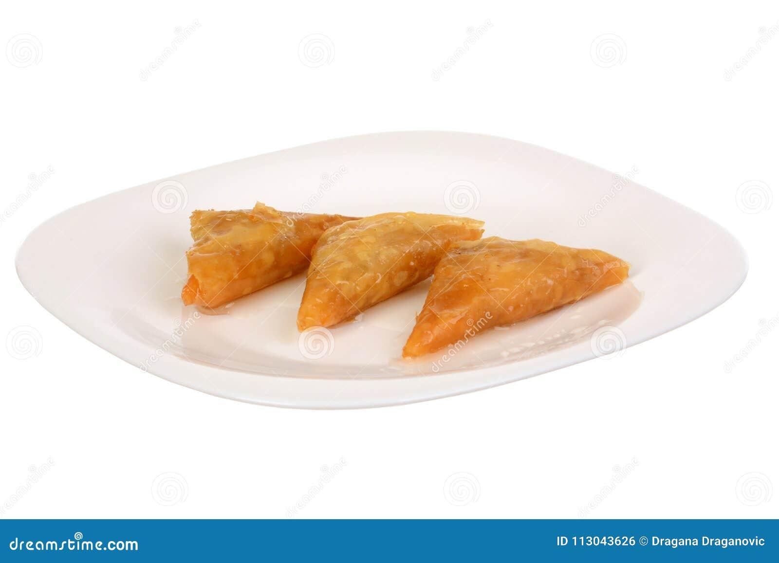 Drei Stücke Baklava - ein arabischer Bonbon gemacht mit gebackenem filo, angefüllt mit zerquetschtem nuts und mit Honig oder Zuck