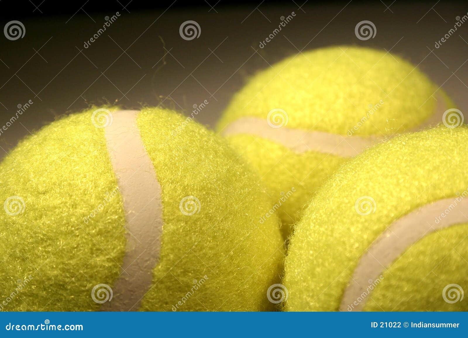 Drei Tenniskugeln III