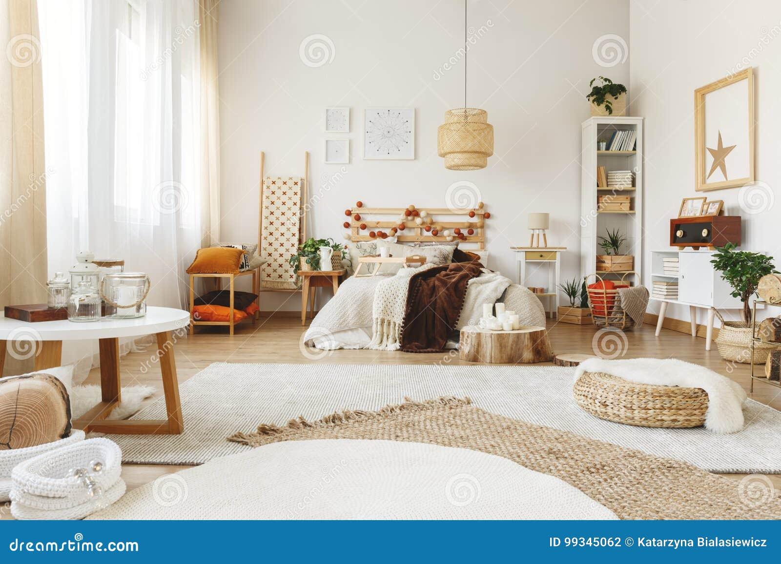 Drei Teppiche Im Schlafzimmer Stockfoto Bild Von Drei Schlafzimmer 99345062