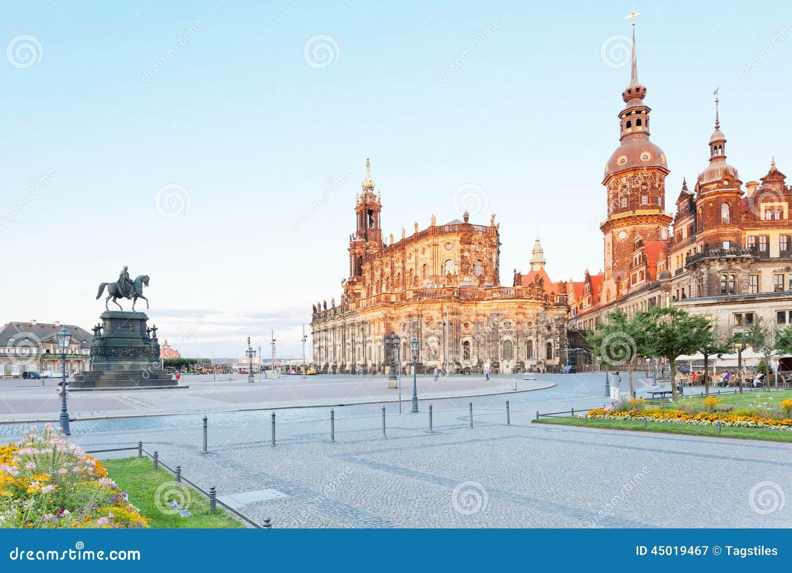 Download Dresden am Abend stockbild. Bild von mühelosigkeit, berge - 45019467
