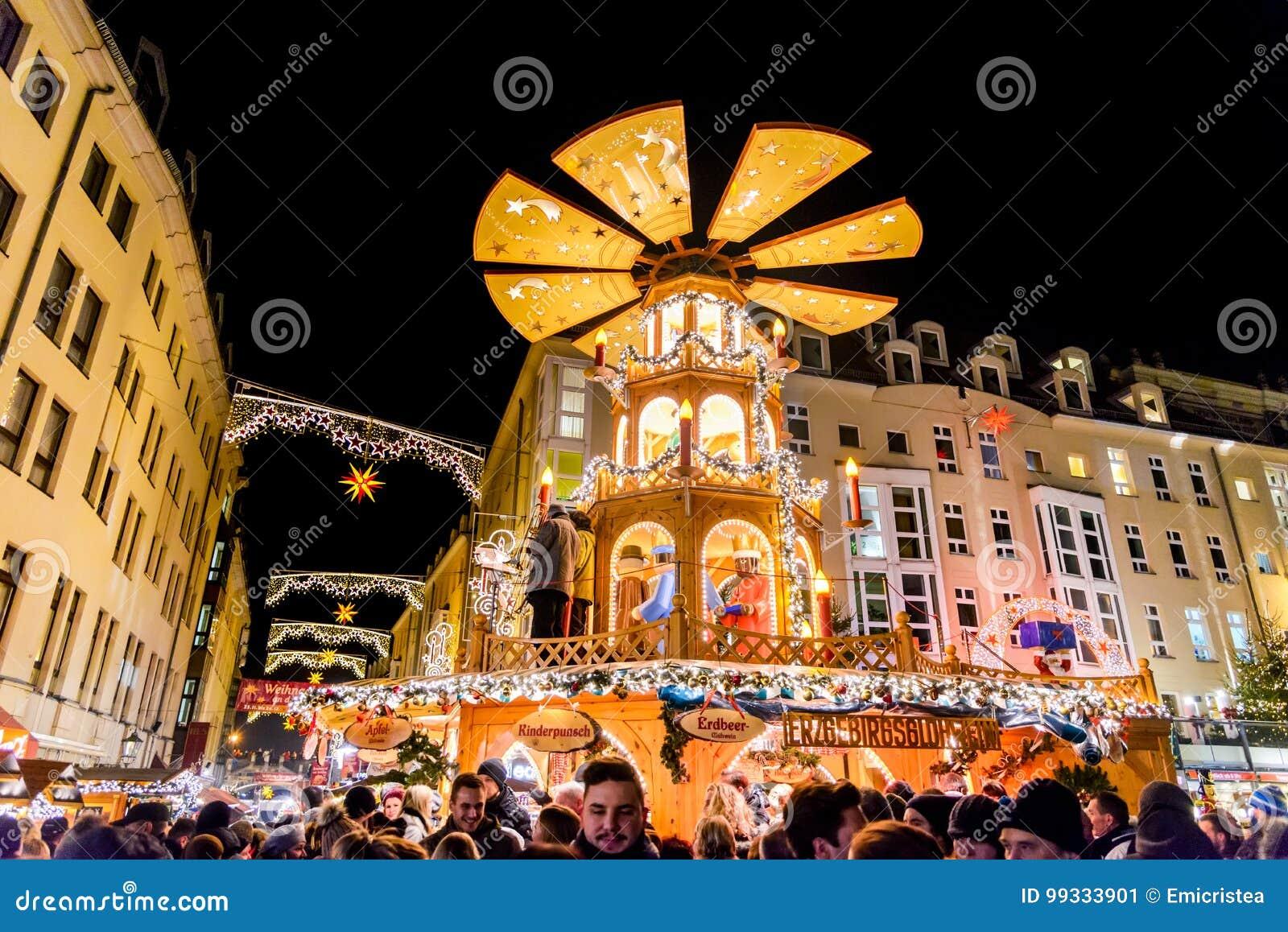 Deutschland Weihnachtsmarkt.Dresden Deutschland Weihnachtsmarkt Redaktionelles Foto Bild
