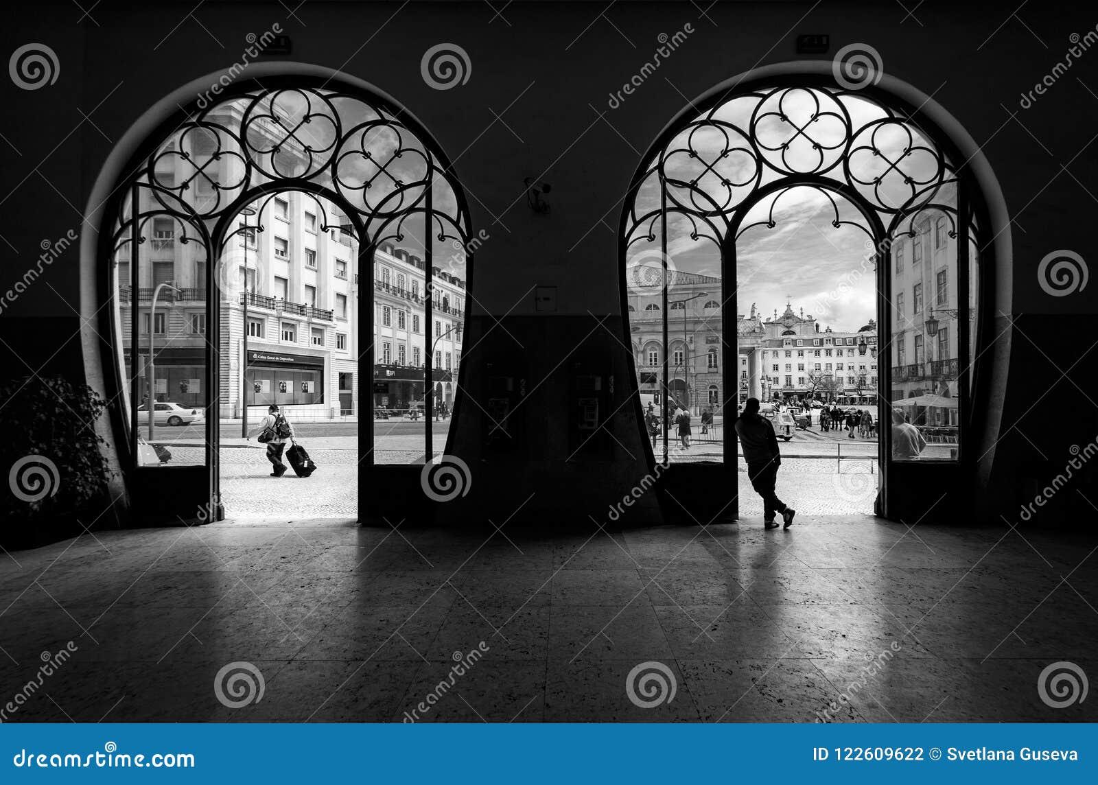 Drevstation Rossio stad gammala lisbon portugal svart white
