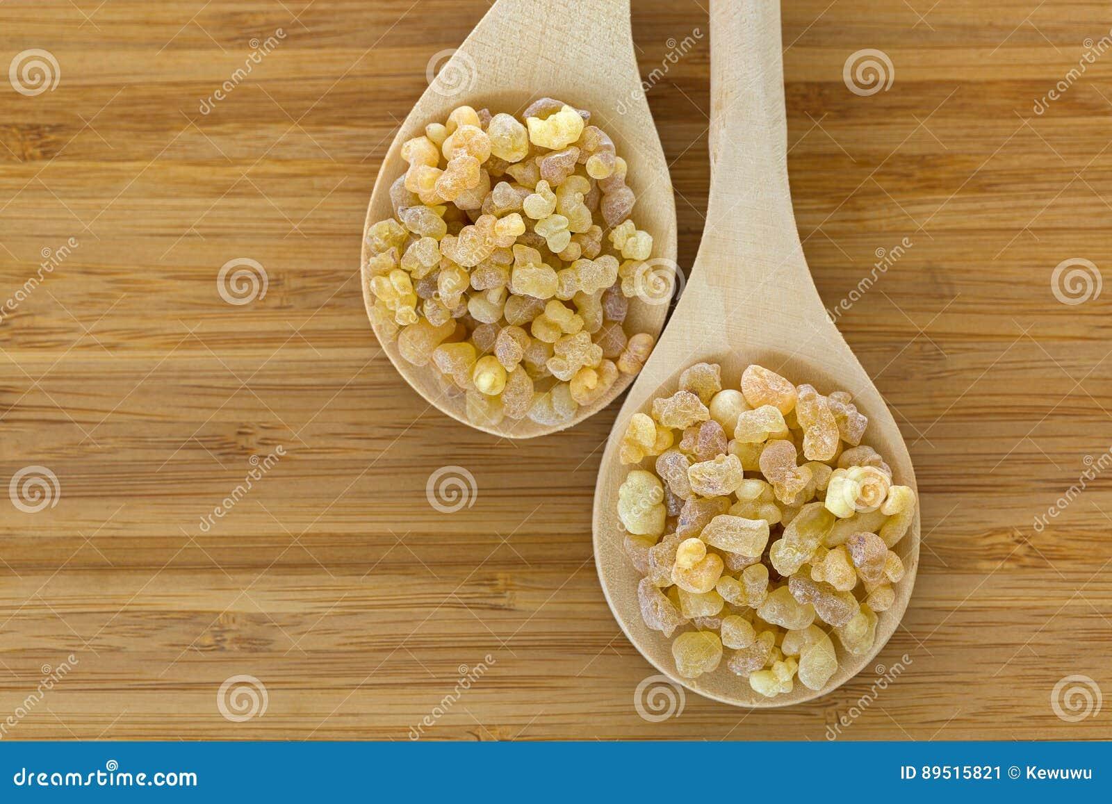 Drewniana łyżka Aromatyczny żółty żywicy dziąsła kadzidło od sudańczyka