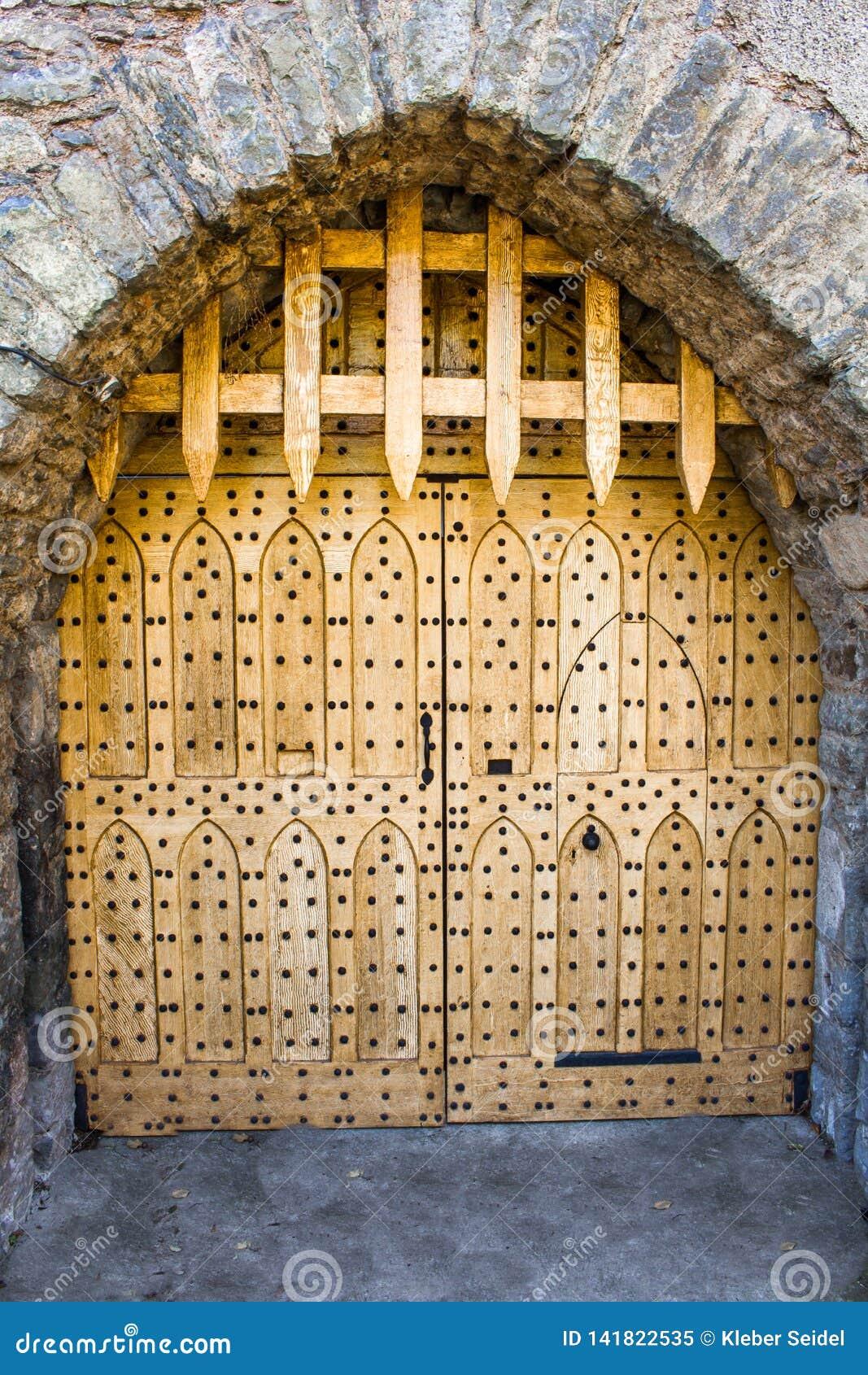 Drewniana brama zamykał w Malahide kasztelu, Irlandia, Europa