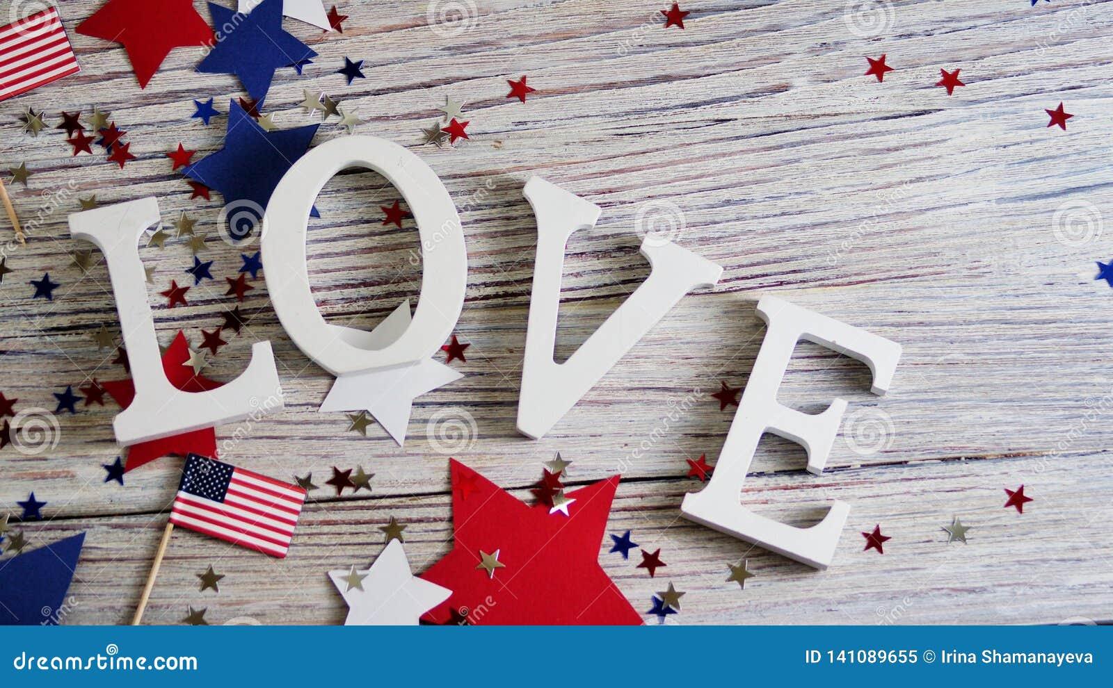 Drewniani listy rozkładają w słowo miłości, Lipiec 4, szczęśliwy dzień niepodległości, patriotyzm, pamięć weterani pojęcie