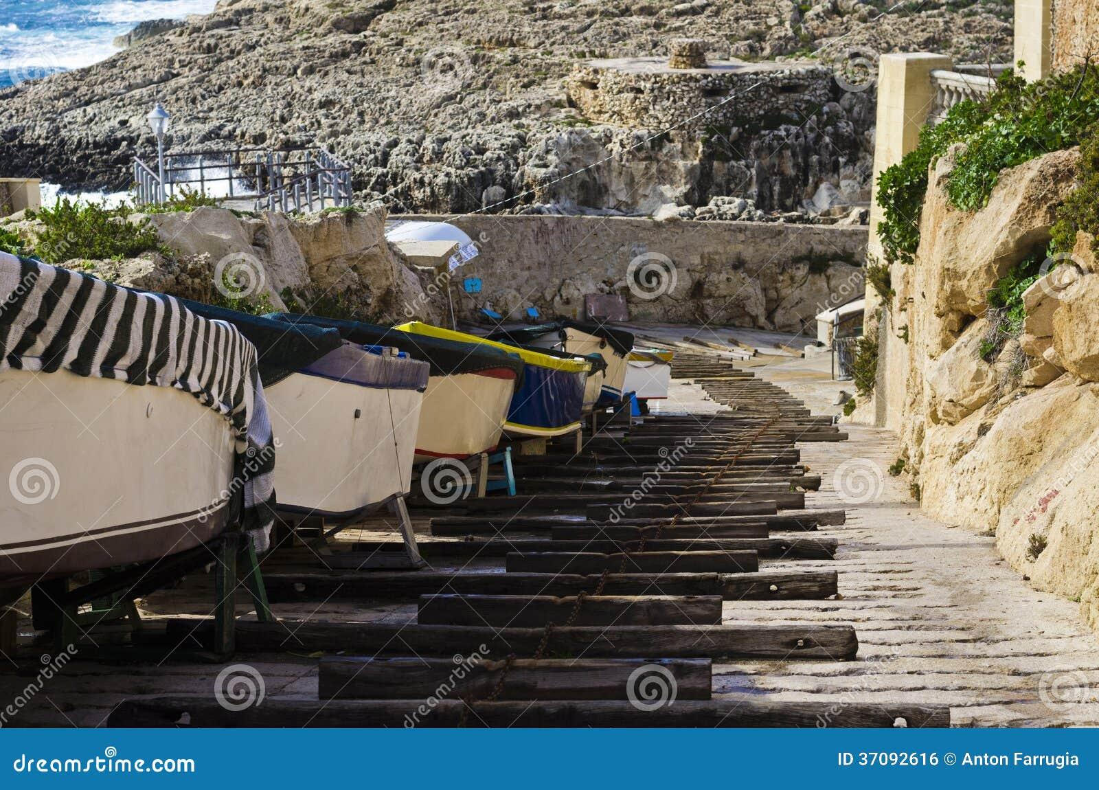 Download Drewniani Promienie Tworzy łódkowatego Slipway Zdjęcie Stock - Obraz złożonej z slipway, podróż: 37092616