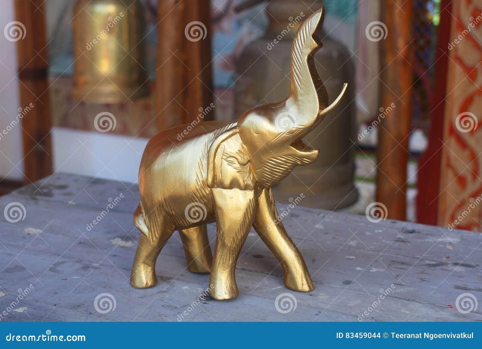 Drewniani słonie dekorują z złotem atrakcyjna domowa robić pamiątka dla turystyki od Tajlandia