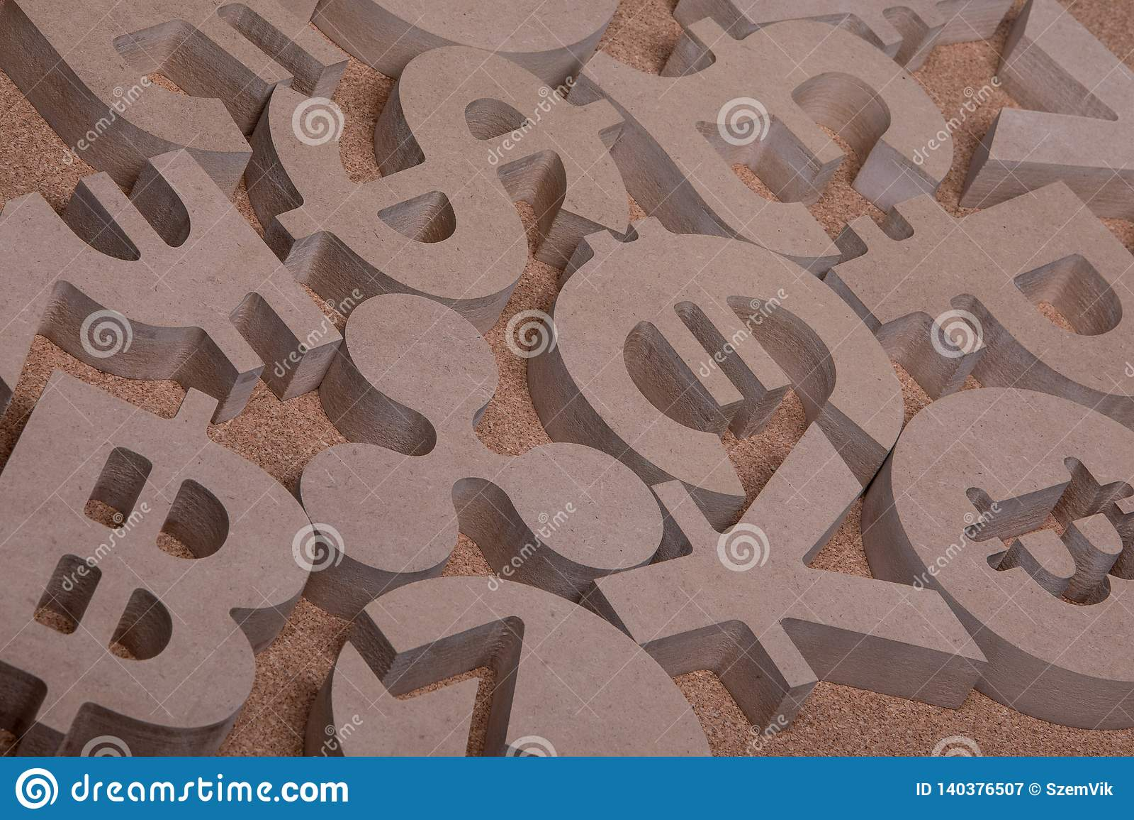 Drewniany Śpiewa lub symbole Światowe waluty w Grupowym obrazku