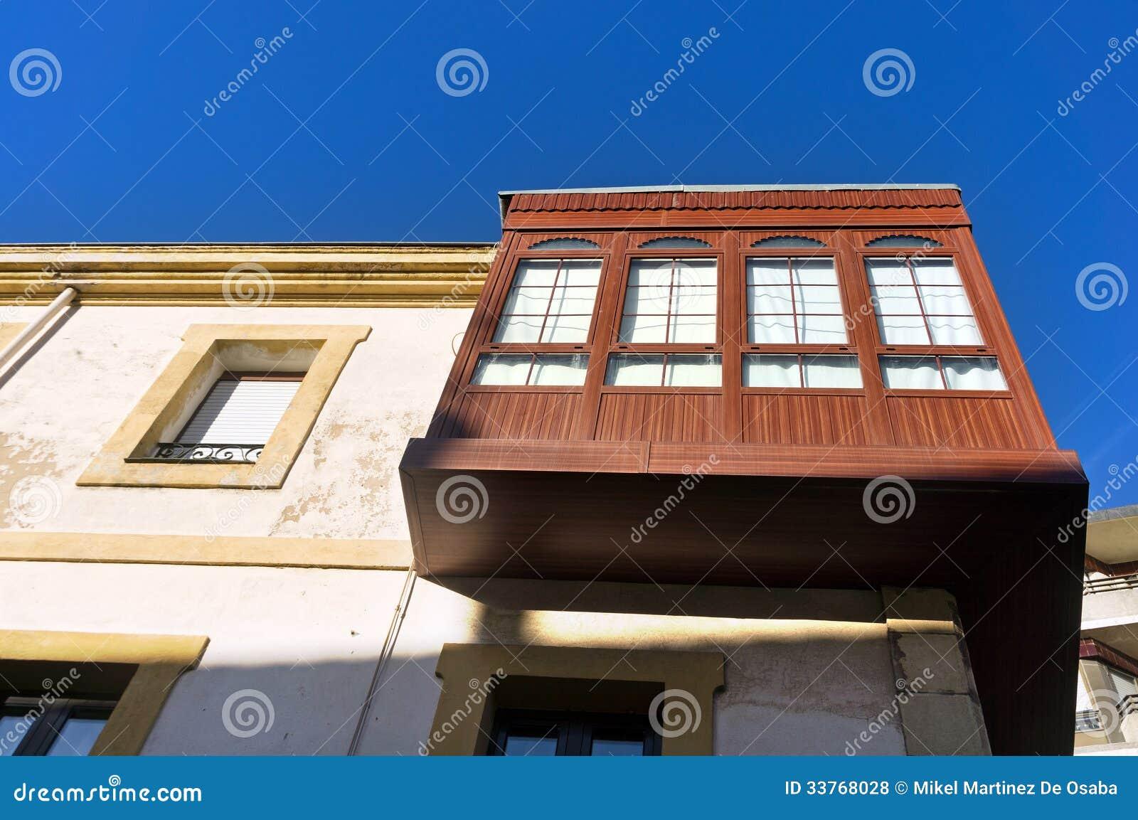 Drewniany attyk z okno