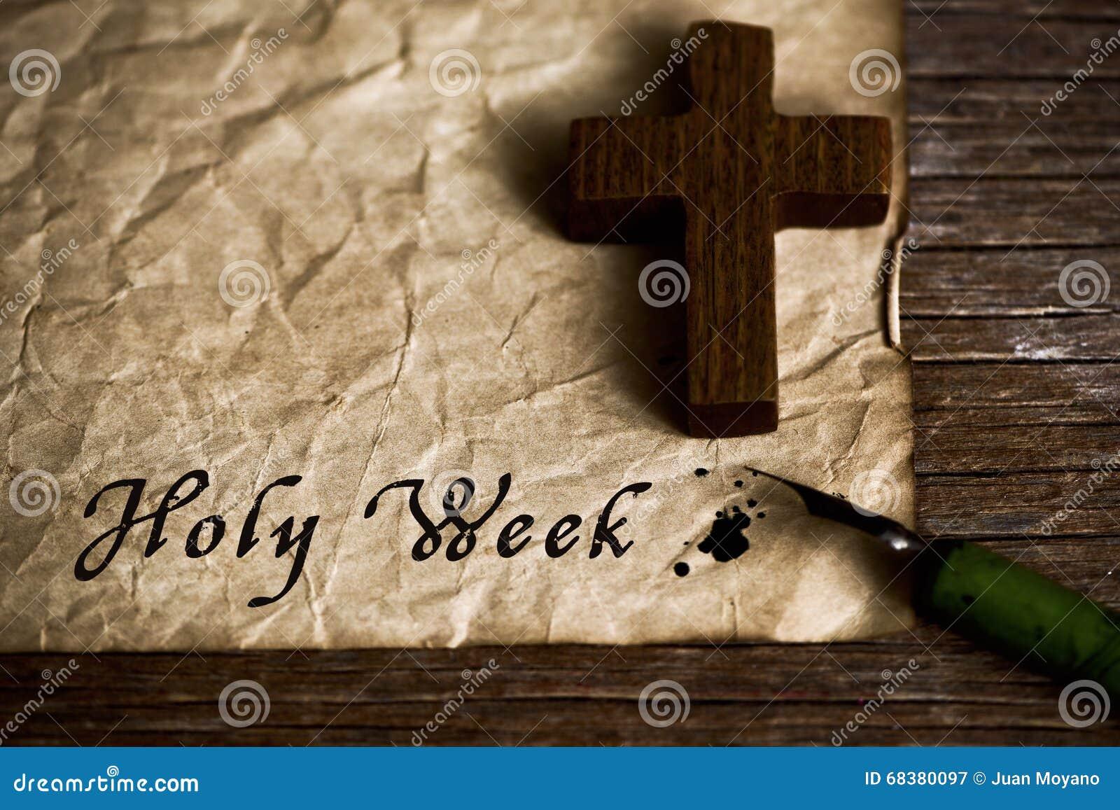 Drewniany chrześcijanina krzyż i teksta święty tydzień