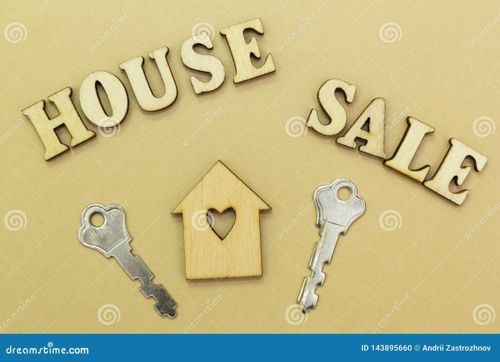 Drewniany dom i dwa klucza wpisowy «sprzedaż dom
